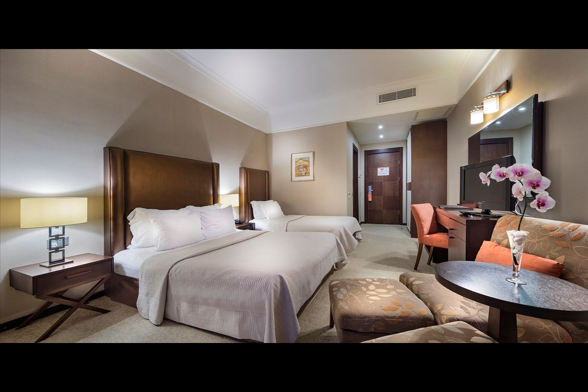 Otel Kara Manzaralı Oda